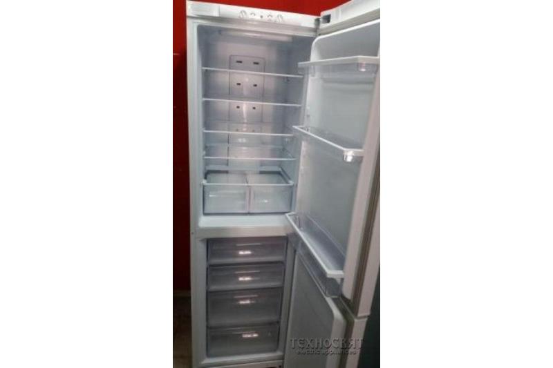 Хладилник фризер Hotpoint STF200WP